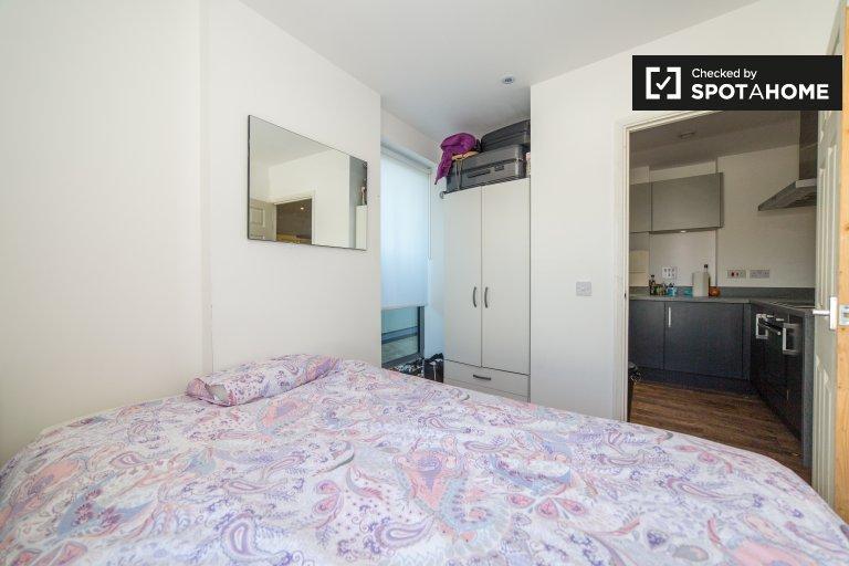 Chambre confortable dans un appartement de 4 chambres à Westferry, Londres
