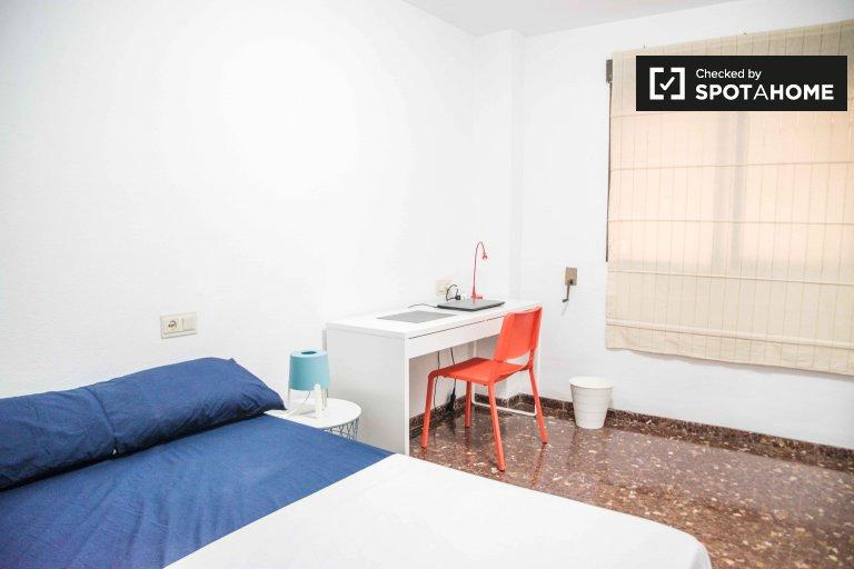 Pokój do wynajęcia w 6-pokojowym mieszkaniu w Algirós, Valencia