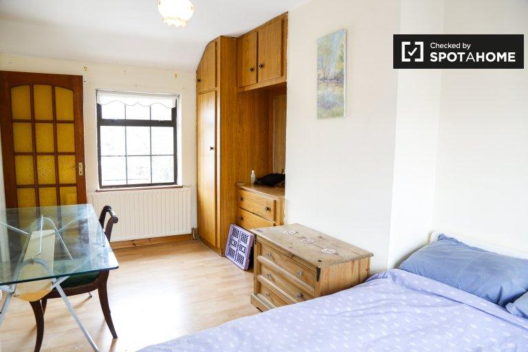Stanza in affitto in casa con 3 camere da letto a Crumlin, Dublino