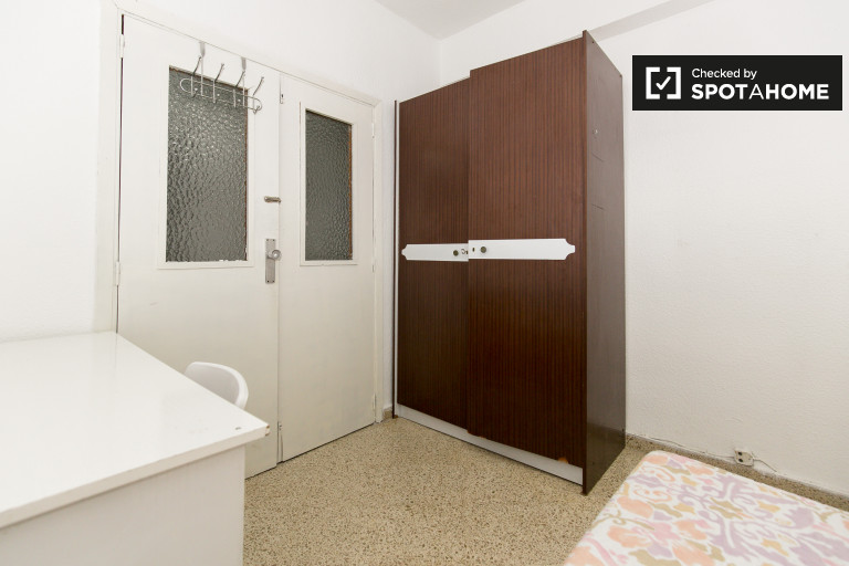 Furnished room in 6-bedroom apartment in Ronda, Granada