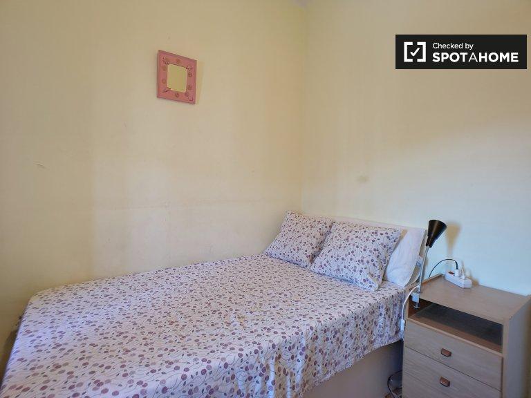 Acogedora habitación en alquiler en Santa Coloma, Barcelona