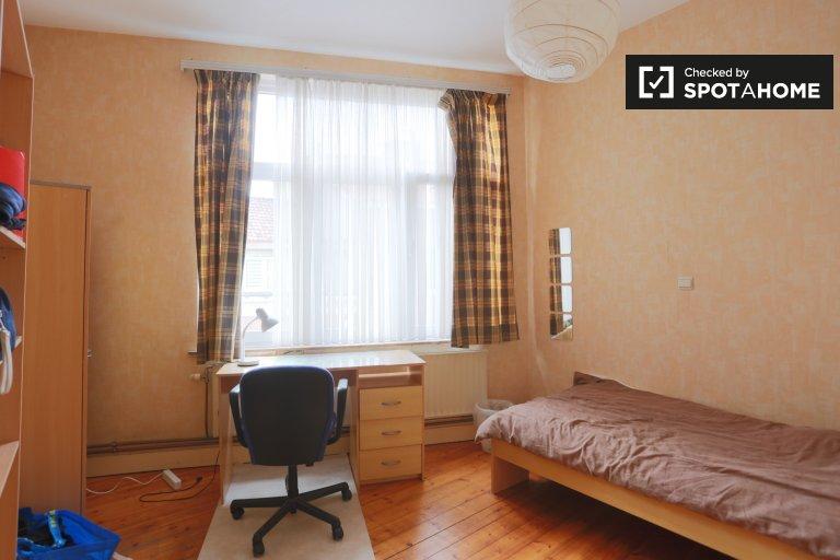 Chambre spacieuse dans un appartement de 5 chambres à Laeken, Bruxelles