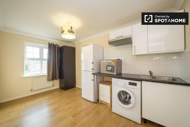 Appartement 1 chambre meublé de façon minimale à Mill Hill