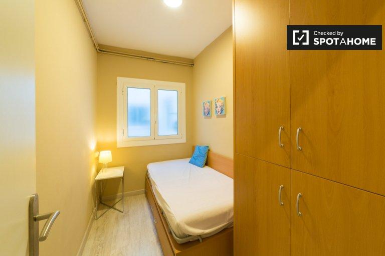 Habitaciones en alquiler en el apartamento de 3 dormitorios en Poble Sec