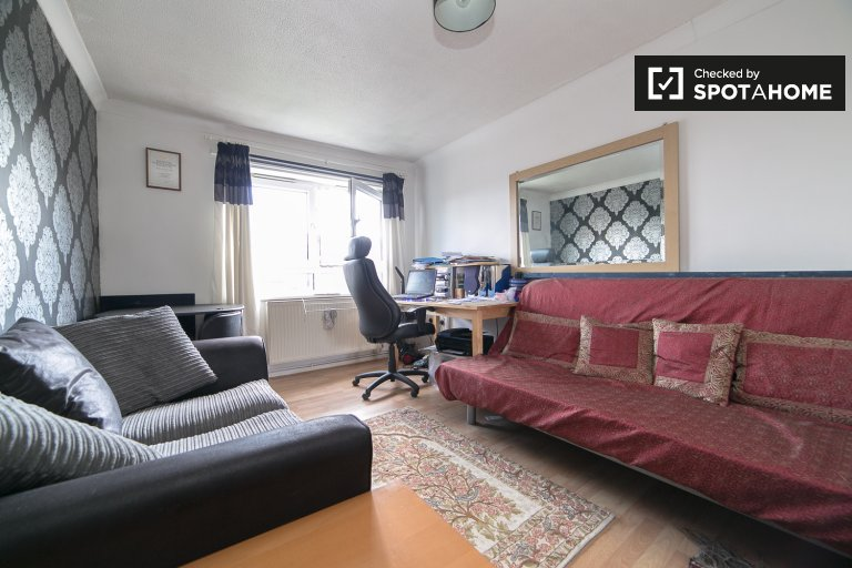 Fully furnished 2-bedroom apartment to rent in Customs House