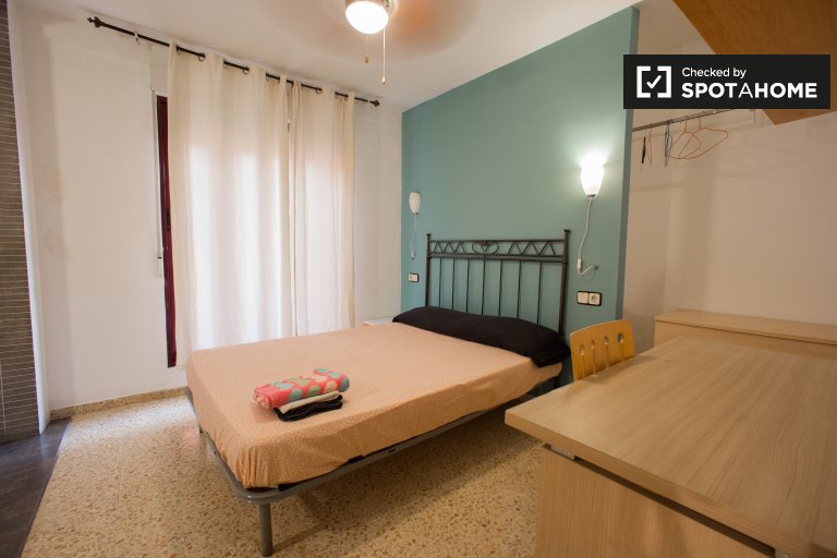 Room for rent in shared apartment, Camins al Grau, Valencia