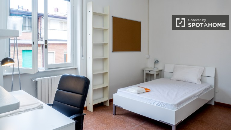 Single Bed in Rooms with AC for rent in a 5-bedroom apartment in Città Studi