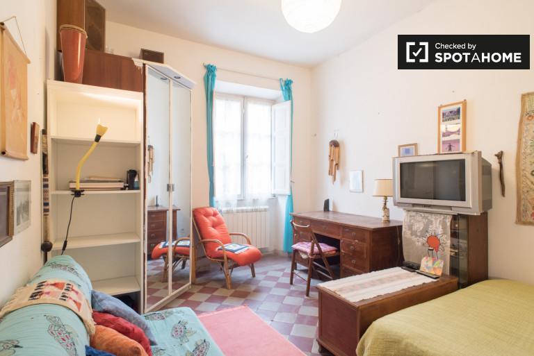 Camera doppia in appartamento condiviso con 2 camere da letto a Termini, Roma