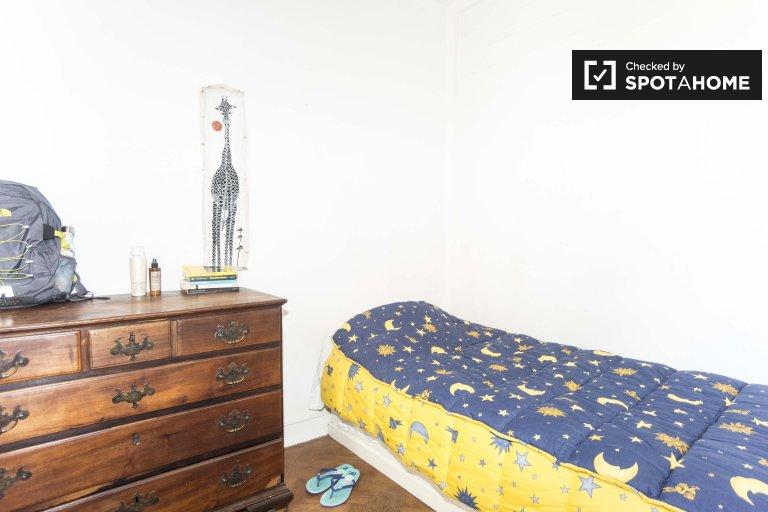 Acogedora habitación en alquiler en apartamento de 3 dormitorios en Alvalade