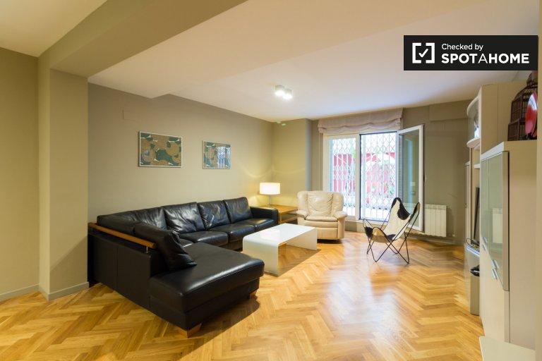 Elegante apartamento de 2 dormitorios en alquiler en Sarrià-Sant Gervasi