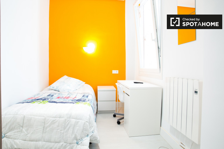 Single Bed in Room for rent in a modern 3-bedroom apartment in Indautxu