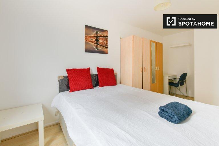 Helles Zimmer zu vermieten in 4-Zimmer-Wohnung in London