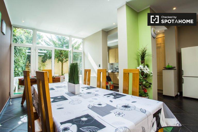 Lussuoso appartamento con 3 camere da letto in affitto a Etterbeek, Bruxelles