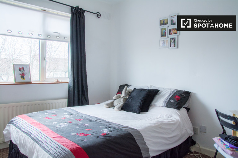 Modernes Zimmer in 3-Zimmer-Apartment in Monksfield, Dublin