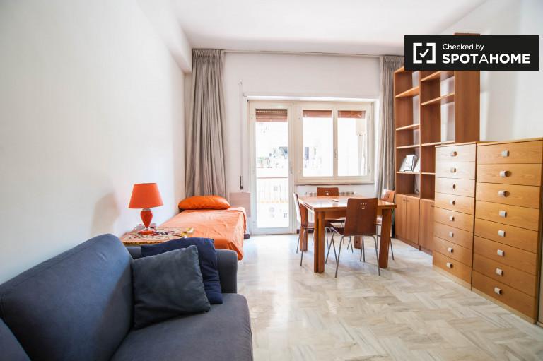 Komfortowy pokój w apartamencie w Tuscolano w Rzymie