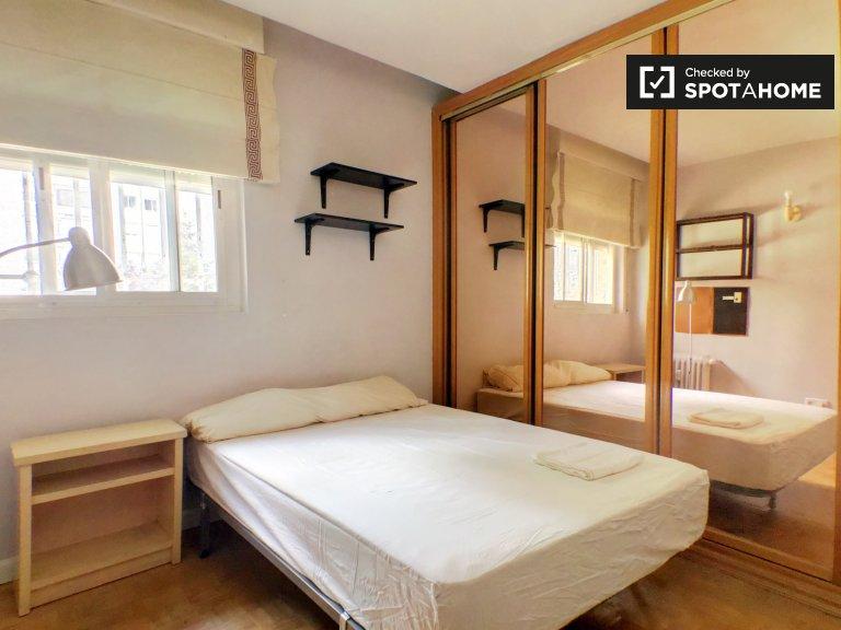 Außenzimmer in 3-Zimmer-Wohnung in Puerta de Ángel