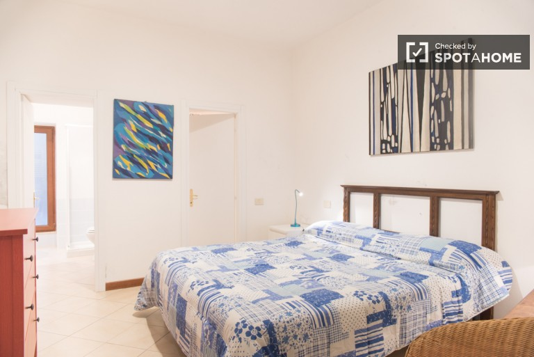 Pet Friendly, spacious 1 bedroom apartment in Trastevere