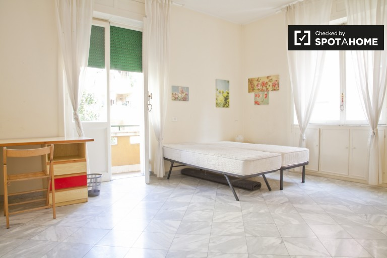 Single room in 3-bedroom apartment in San Giovanni, Rome