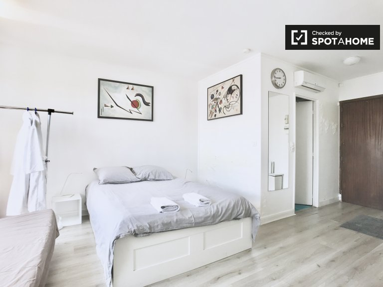 Cool studio apartment for rent in the 18th arrondissement