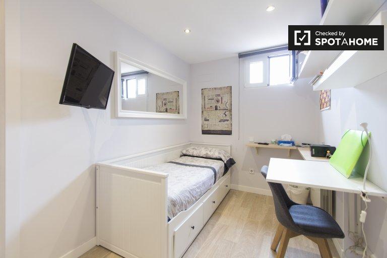 Chambre extérieure à louer, appartement de 3 pièces, Malasaña, Madrid.
