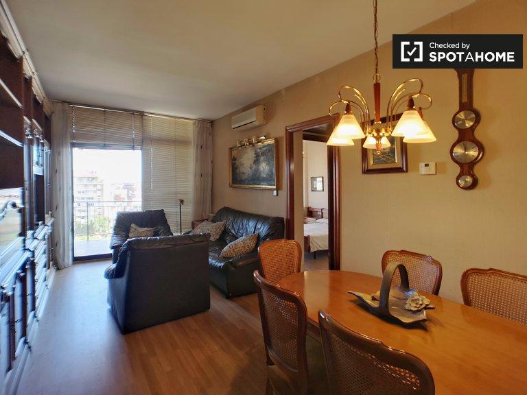 Apartamento clásico de 4 dormitorios en alquiler en Sants, Barcelona