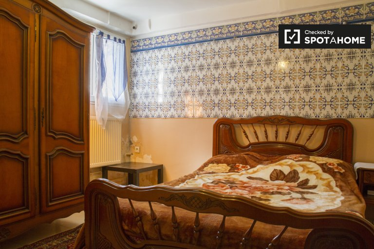 Camera arredata in appartamento con 2 camere da letto a Créteil, Parigi
