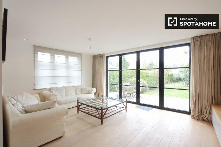 Uccle, Brüksel'de kiralık muhteşem 3 yatak odalı daire