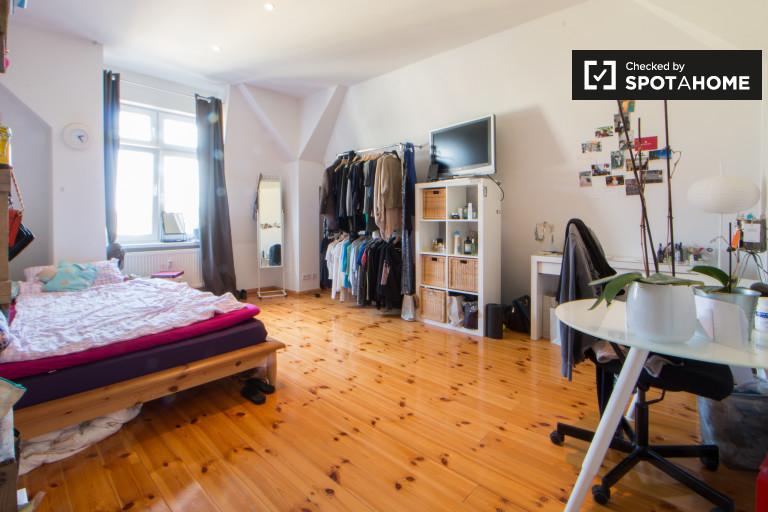 Furnished room in 2-bedroom apartment in Lichtenberg, Berlin