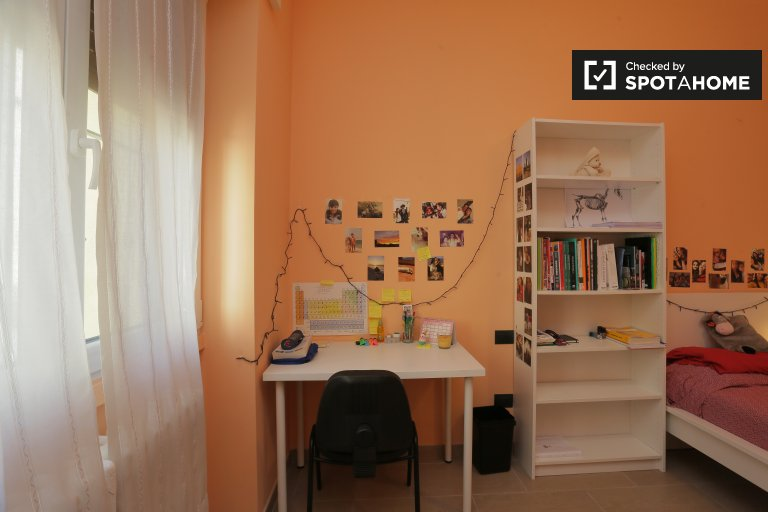 Bright room to rent in  Sesto San Giovanni, Milan
