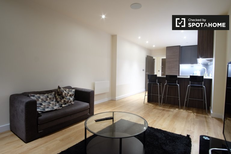 Stylish 2-bedroom apartment to rent in Colindale, London