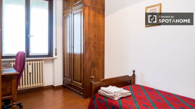 Single Bed in Ensuite rooms in a male-only, international villa in Sesto San Giovanni