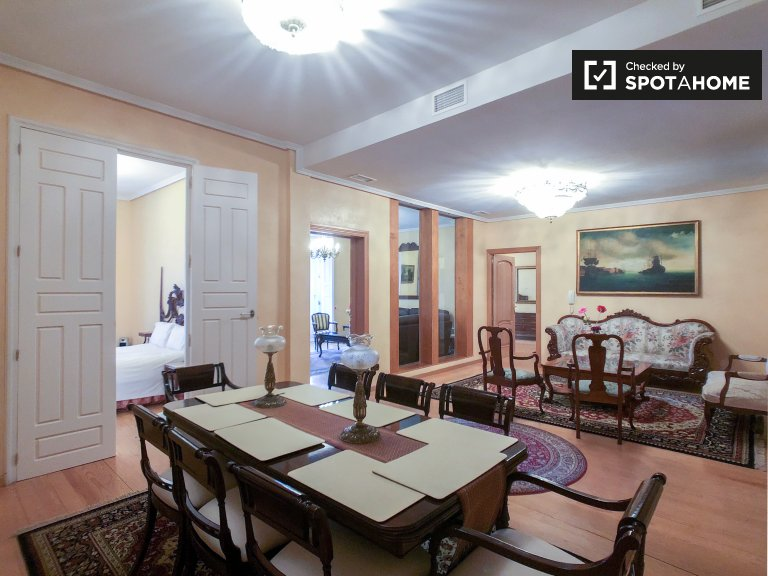 Elegancki trzypokojowy apartament do wynajęcia w Centro w Madrycie