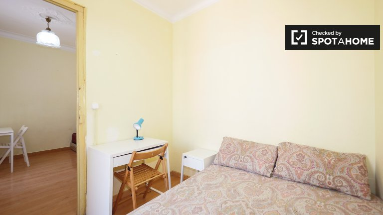 Bright room for rent in Poble Sec, Barcelona