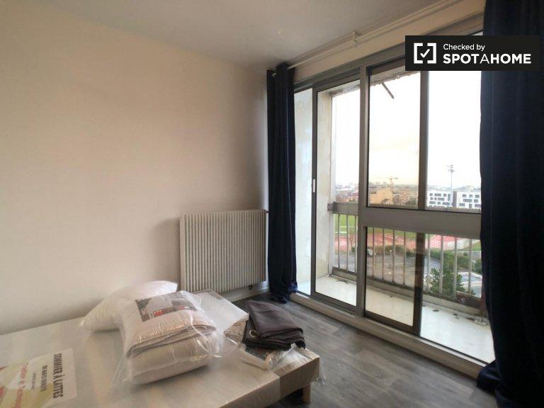 Spaziosa camera in affitto in appartamento con 4 camere da letto, Saint-Denis