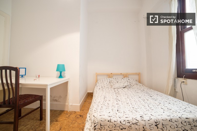 Double Bed in Rooms with double beds in 6-bedroom apartment in Valencia city centre