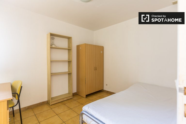 Single Bed in Rooms for rent 5-bedroom apartment in Saint Maur Créteil, Paris