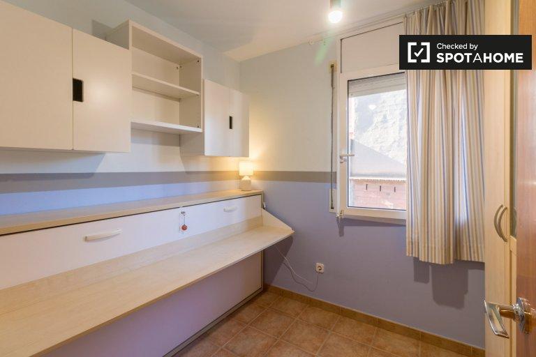 Quarto para alugar em apartamento de 3 quartos em Gràcia, Barcelona