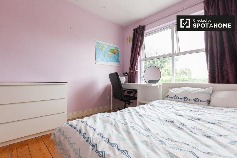 Peaceful room in 4-bedroom house in Ballsbridge, Dublin