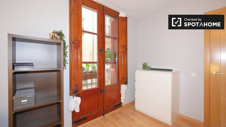 Room for rent, 3-bedroom apartment, El Raval, Barcelona