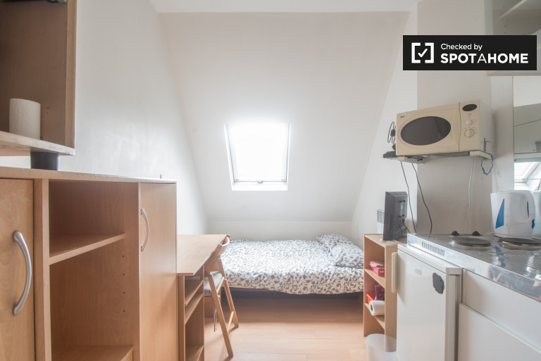 Cosy Studio Apartment For Rent In 2nd Arrondissement