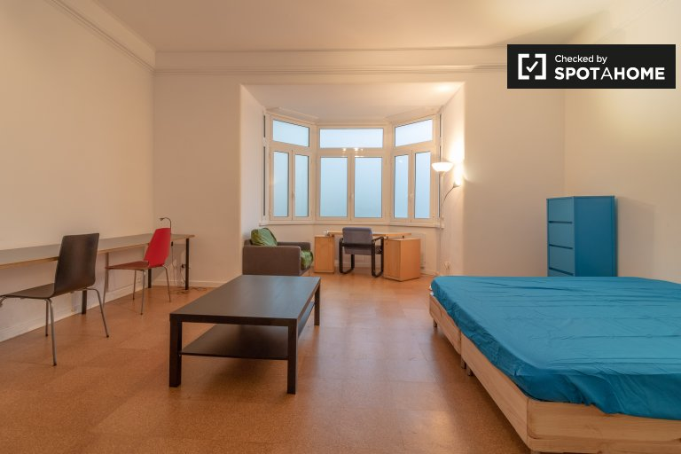 Room in 9-bedroom apartment in Avenidas Novas, Lisbon