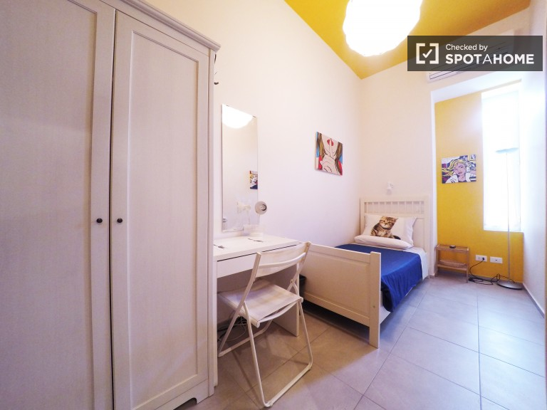 Exterior room in 4-bedroom apartment in San Lorenzo, Rome