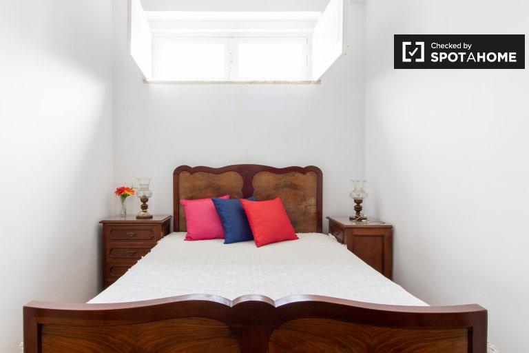 Pokój do wynajęcia w apartamencie z 2 łóżkami w Sao Domingos de Benfica