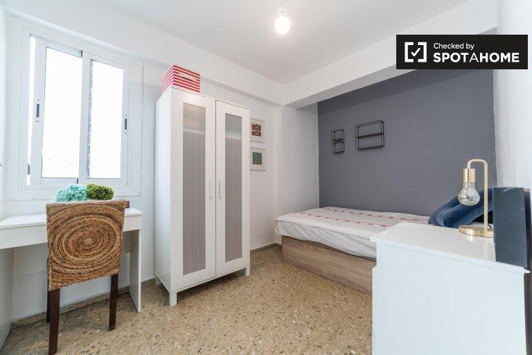 Jasny pokój w apartamencie z 2 sypialniami w Rascanya w Walencji