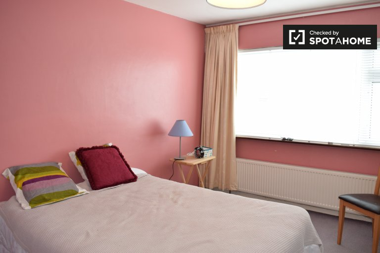 Quarto mobiliado para alugar, casa de 4 quartos, North Central Area
