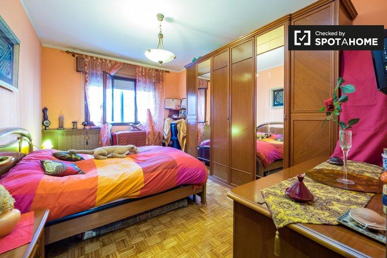 Pokoje do wynajęcia w apartamencie z 3 sypialniami w Gratosoglio, Mediolan
