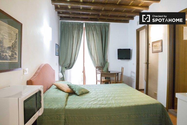 Cosy 1-bedroom apartment for rent in Rome's historic centre