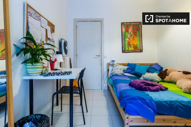 Habitación luminosa en apartamento de 12 habitaciones en Poblenou, Barcelona
