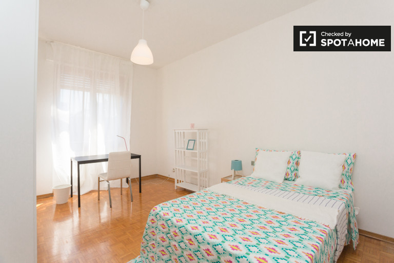 Single Bed in Rooms available for rent in 5-bedroom shared apartment in Bande Nere, Milan