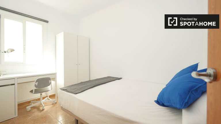 Bright room in 6-bedroom apartment in Poblenou, Barcelona